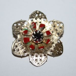 Beautiful gold vintage flower brooch